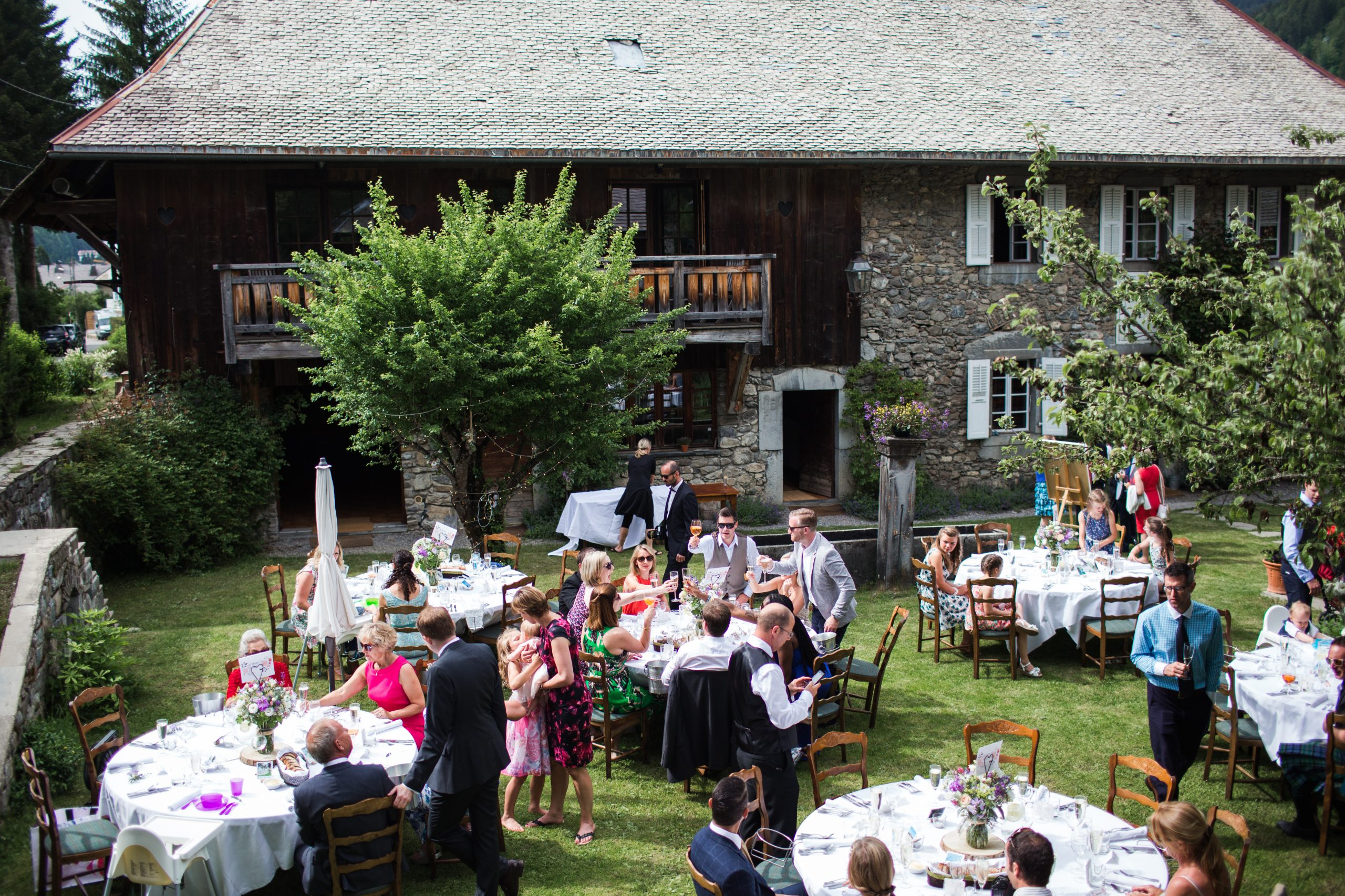 wedding in the garden of the farmhouse morzine
