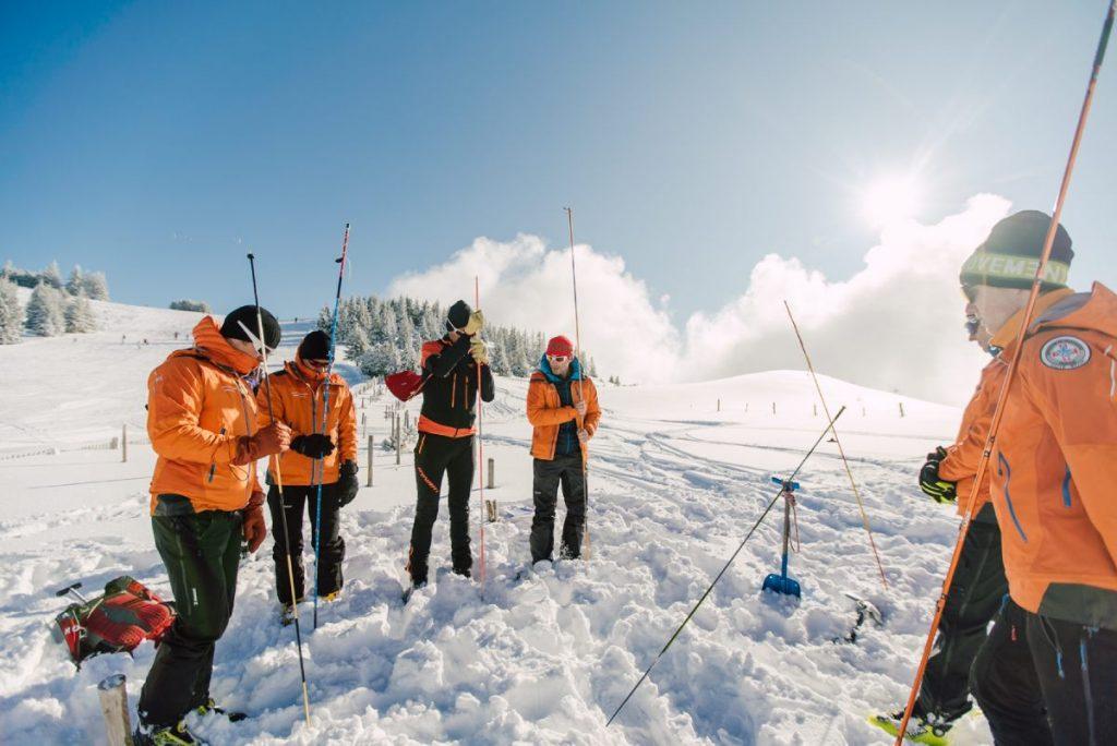 the secours en montagne team test the snow depth in Morzine