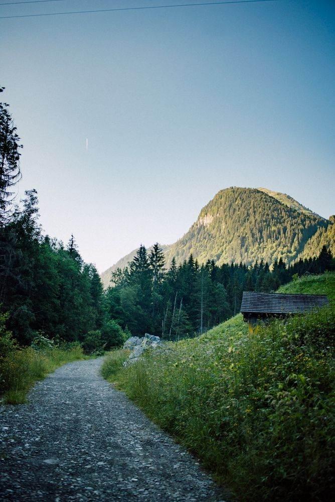 the path to cascade de nyon