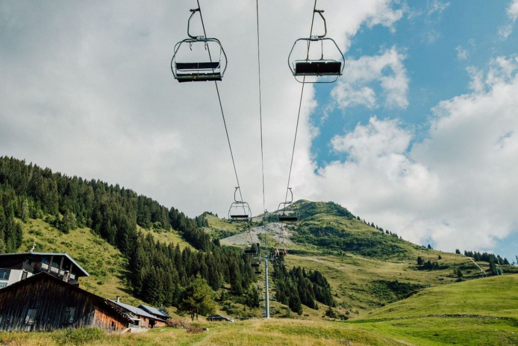 chairlift that goes up to the top of pointe de nyon